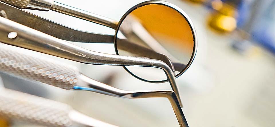 Diferenta dintre un pivot si un implant dentar