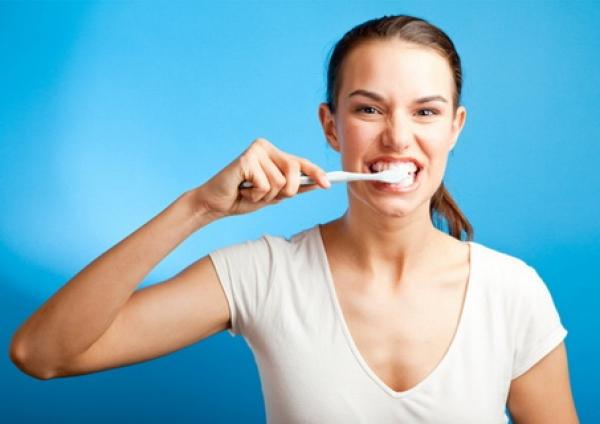 20% dintre români nu s-au spălat NICIODATĂ pe dinți – VEZI CE POȚI PĂȚI