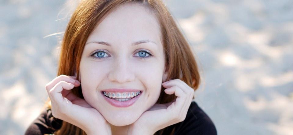Aparatul dentar – cum ne spalam corect pe dinti