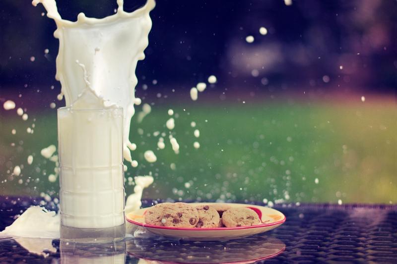 Laptele previne caria dentara