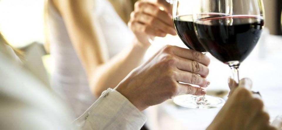 Vinul roșu este benefic pentru dinți