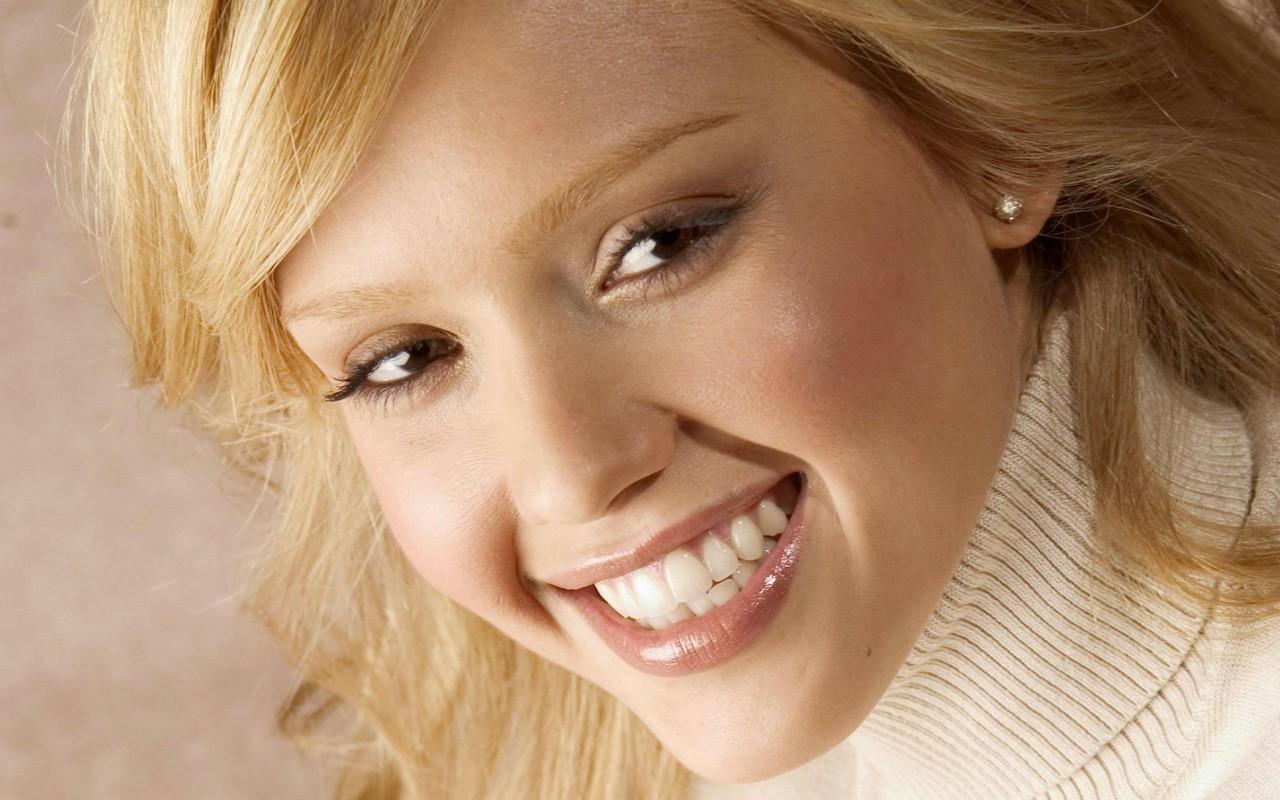 Bărbații consideră că un zambet fermecător este mai important decât un corp frumos.